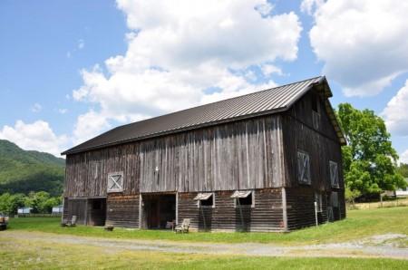 Dunlap Crossing Big Barn  (1)