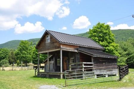 Dunlap Crossing Cabin Exterior