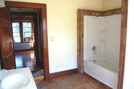 81r_bathroom_1