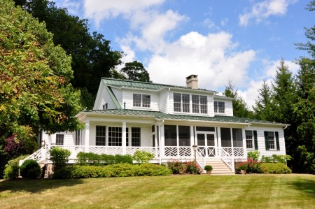 01 Fairway Cottage 104 Meadow LaneTour