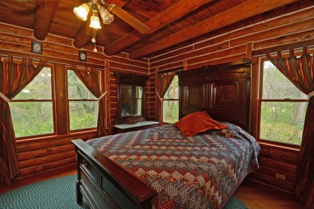 falling-water-cabin-tour-017