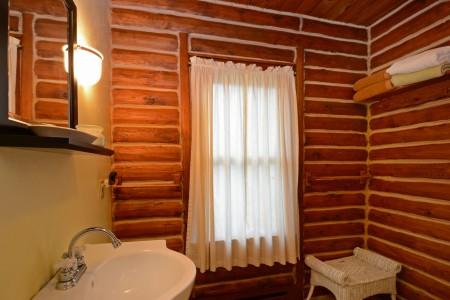 falling-water-cabin-tour-022
